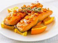 Рецепта Печена риба сьомга филе с портокалов сос и чесън на фурна